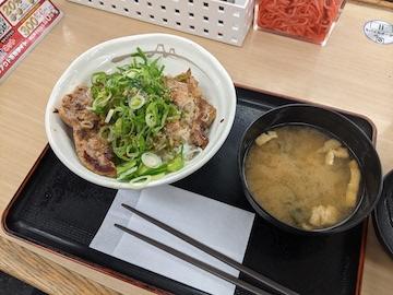 厚切ネギ塩豚焼肉丼(全体)