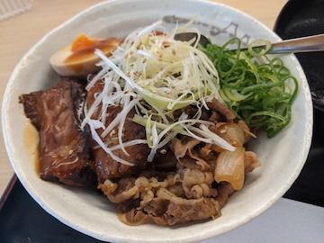 牛と味玉の豚角煮丼(3)