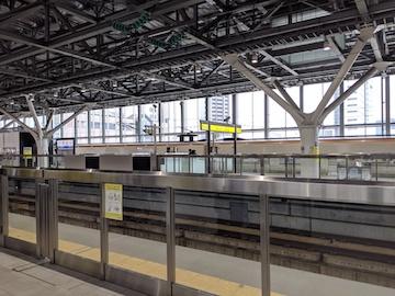 富山駅のプラットフォーム(1)
