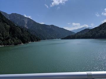 黒部湖の風景