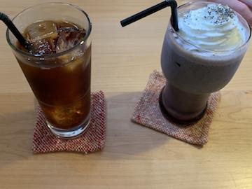 アイスコーヒー、豆乳黒ゴマバナナジュース