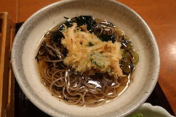 かきあげそばと昆布飯のセット(蕎麦とかき揚げ)