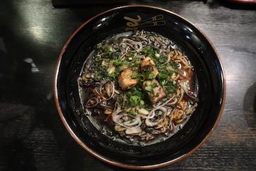 焦がし醤油ラーメン(1)