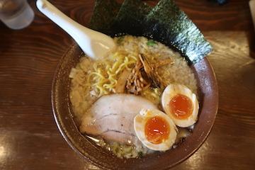 特盛豚骨醤油らーめん(1)