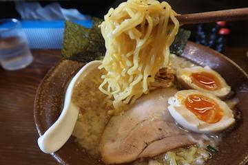 特盛豚骨醤油らーめん(3)