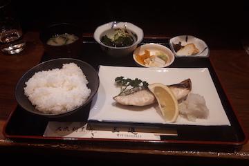 鰆塩焼きと生わかめ酢定食