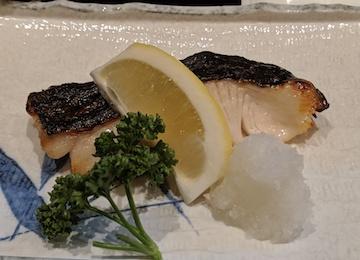 銀ダラ西京漬け焼きとカツオ、帆立貝の刺身(2)