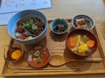まぐろの卵黄醤油こうじ丼(1)
