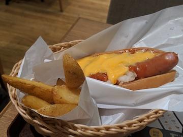 チーズドッグとフライドポテトフライセット(2)