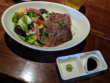 牛サーロインと季節の野菜のステーキボウル(1)