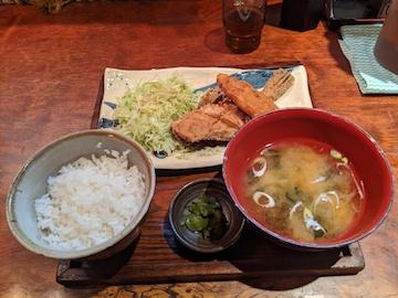 カワハギの唐揚げと白身フライ定食(1)