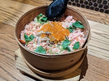 ズワイガニとますいくら魚沼きのこの炊き込みご飯(1)