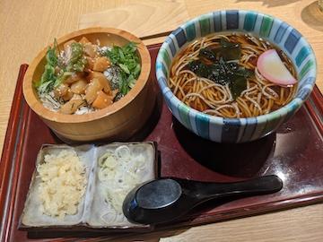 ごまそばと海鮮漬け丼のセット(1)