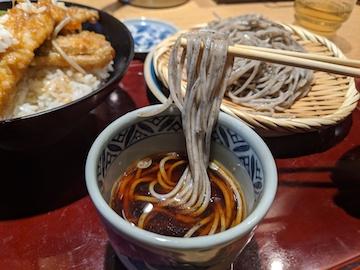 ごまそばと穴子天丼のセット(4)
