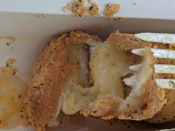 チーズボール(断面)